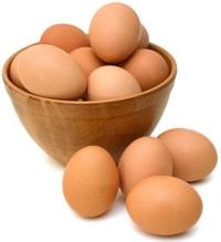 ชามที่เต็มไปด้วยไข่สีน้ำตาล