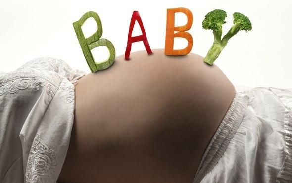 ลูกสะกดด้วยผักบนท้องคนท้อง