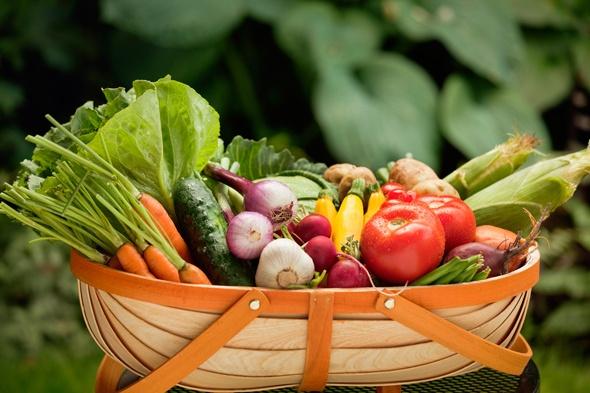 ตะกร้าเต็มไปด้วยผัก