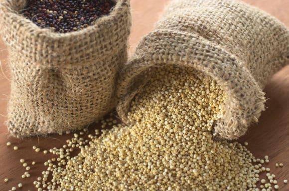 Quinoa Grains ขาวดำ