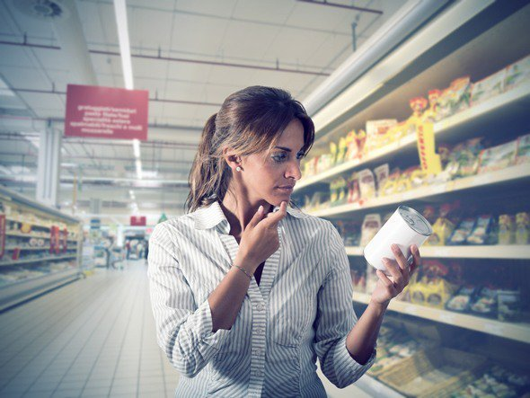 ผมสีน้ำตาลตั้งคำถามว่าอาหารกระป๋องดีต่อสุขภาพหรือไม่