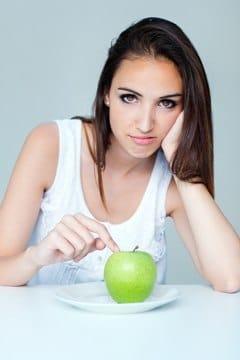 สีน้ำตาลกับแอปเปิ้ลบนจาน