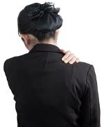 นักธุรกิจหญิงที่มีอาการปวดหลัง