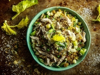 สลัดไก่ Quinoa Curried