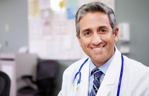 หมอเป็นมิตรยิ้มแย้ม