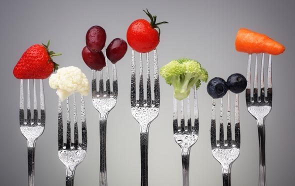 ผักและผลไม้บนส้อม