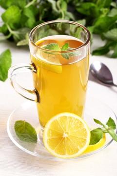 แก้วมัคพร้อมชาและมะนาว