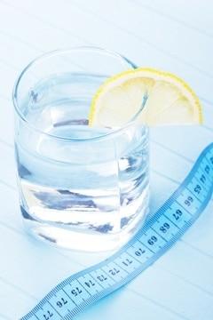 แก้วน้ำและเทปวัด