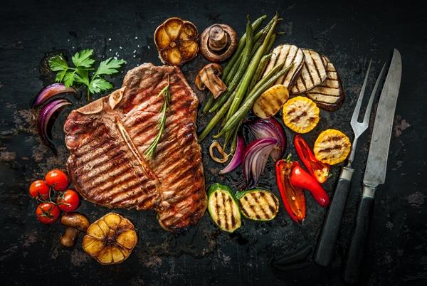 สเต็กและผักย่าง