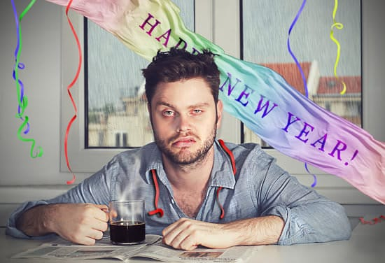 ผู้ชายเมาค้างหลังปาร์ตี้ปีใหม่