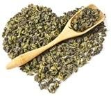 ใบชาอู่หลงรูปหัวใจและช้อนไม้