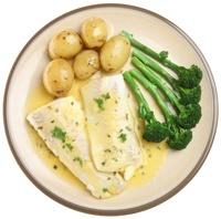 จานปลามันฝรั่งและบรอกโคลี