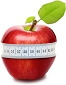แอปเปิ้ลสีแดงที่มีเทปวัดพันรอบ