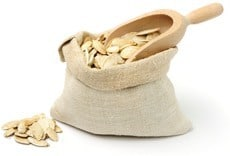 กระสอบฟักทองเมล็ดและตักไม้