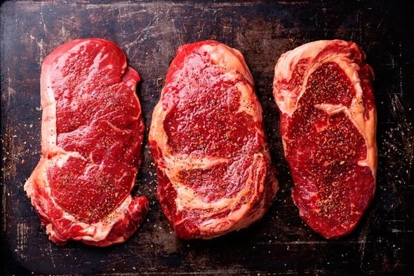 เนื้อดิบสามชิ้น