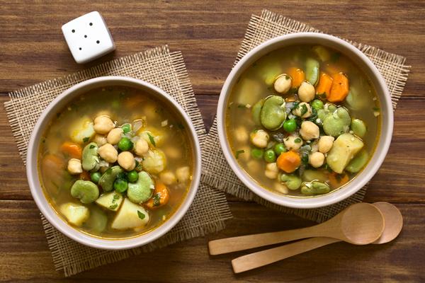 ซุปผักและถั่วสองชาม