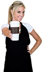 พนักงานเสิร์ฟถือถ้วยกาแฟ