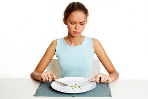 ผู้หญิงผิดหวังกับอาหารมื้อเล็ก ๆ