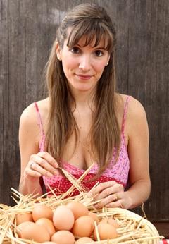 ผู้หญิงกับตะกร้าไข่