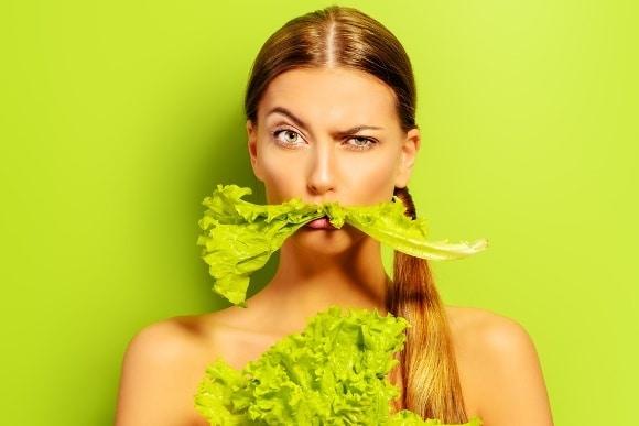 ผู้หญิงที่มีหนวดสีเขียว