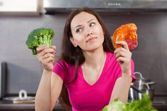 ผู้หญิงสงสัยว่าจะกินเนื้อสัตว์หรือผัก