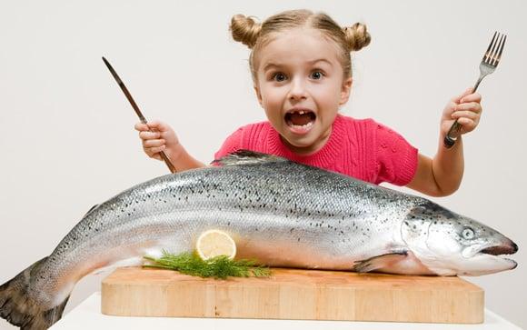 เด็กสาวกับปลาแซลมอน