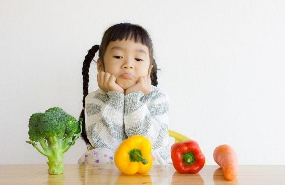 เด็กสาวกับผัก
